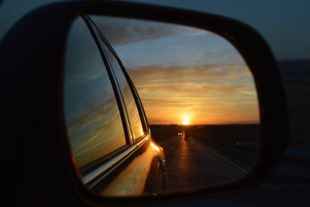 rear-view-mirror-835085_960_720
